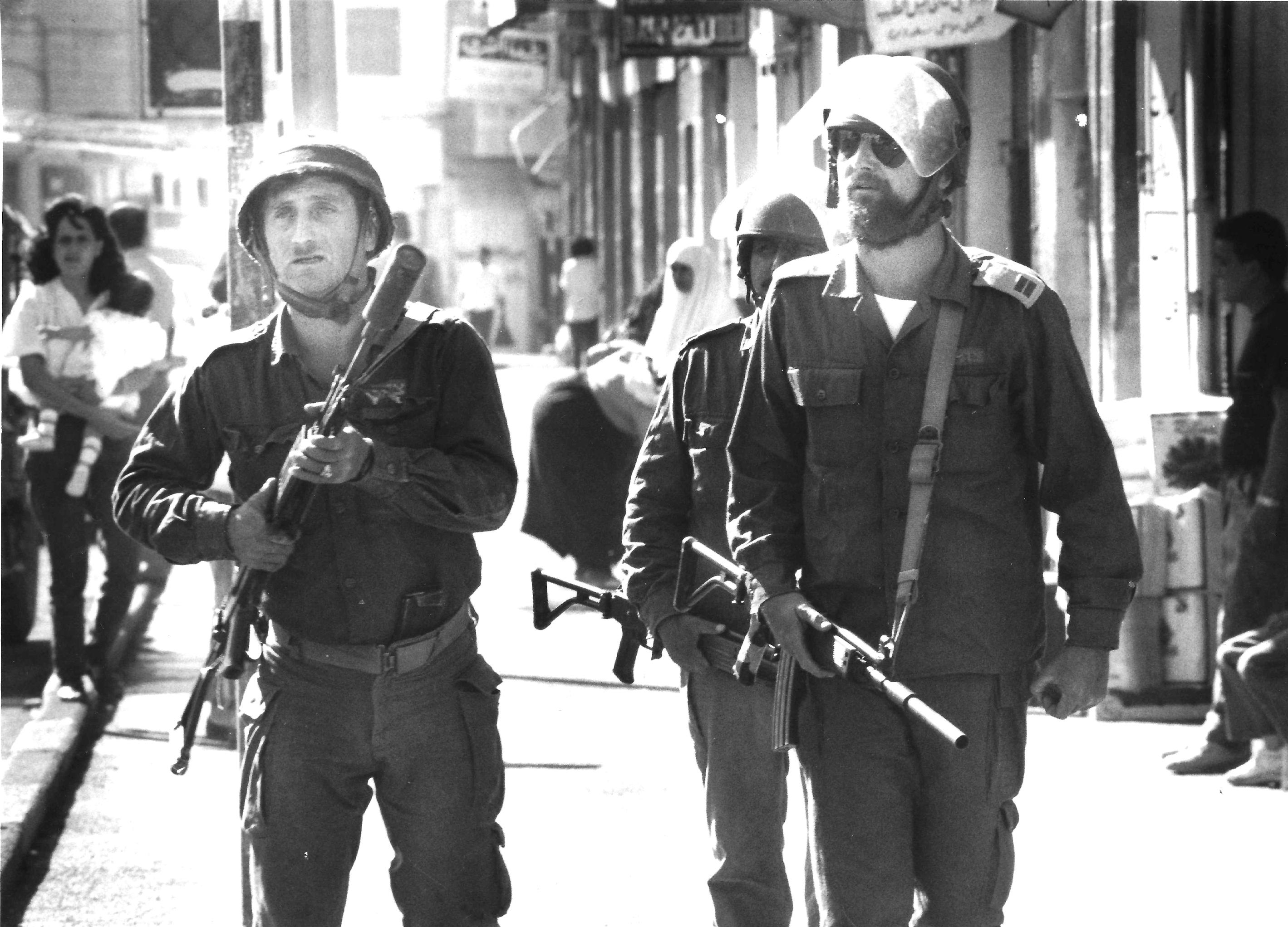 الاحتلال خلال اعتدئاتهم اليومية عام 1989.jpg