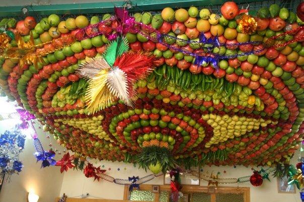 عيد العرش يستخدم السامريون اربعة اصناف وذلك حسبما جاء بالتوراة المقدسة وهم كفوف النخيل و ورق الغار والترنج ونوع من ثمر الحقل.jpg