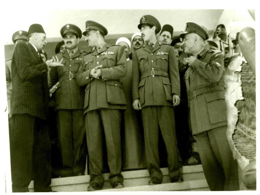 أبو شرخ يهنئ جمال عبد الناصر و رجال الثورة بثورة 1952.jpg