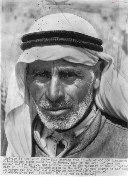 فلسطيني في احد المخيمات في الاردن عام 1953.jpg