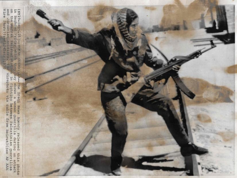 فلسطينية خلال معارك ايلول الاسود عام 1970.jpg