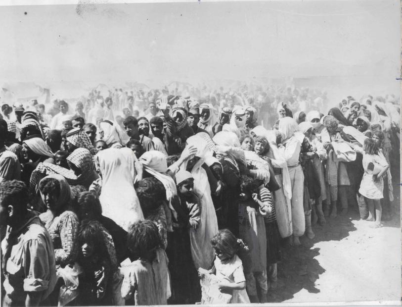 الفلسطينييون الذين عبروا إلى الاردن عام 1967.jpg
