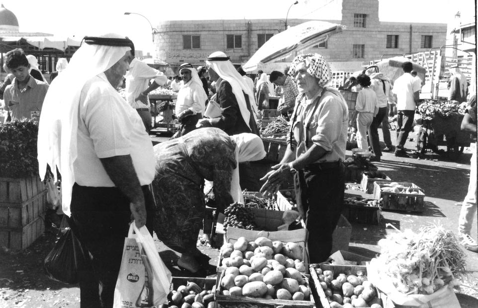 الخضار في مدينة رام الله عام 1989.jpg