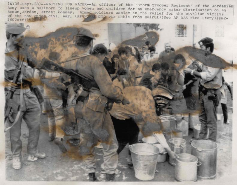 الناس في خلال معارك ايلول الاسود عام 1970.jpg