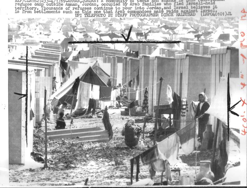 مخيمات اللاجئين الفلسطينيين بالقرب من العاصمة الاردنية عمان عام 1969.jpg