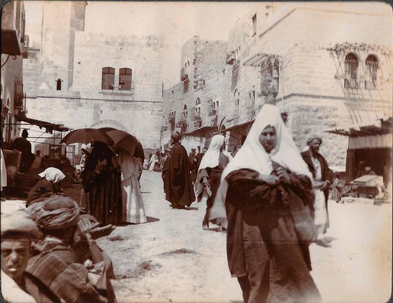 من الحياة الاجتماعية في فلسطين عام 1890.jpg