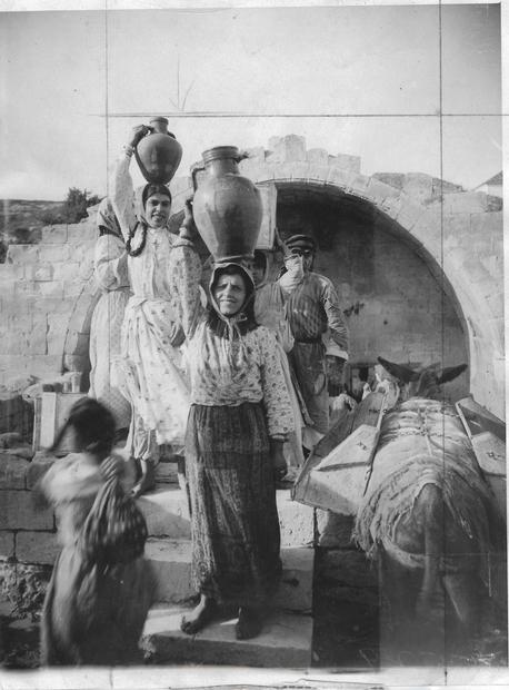 ماري العذراء في الناصرة عام 1925.jpg